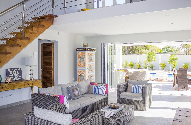villa-living-room-and-pool